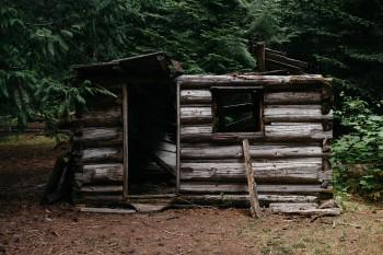 Sebelum Beli Rumah, Pahami Dulu Kriteria Rumah Tidak Layak Huni!