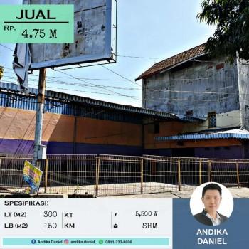 Tempat Usaha Di Pinggir Jalan Tengah Kota Jember #1