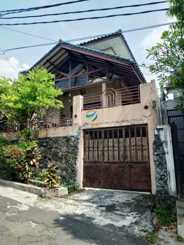 Rumah Dua Lantai Dalam Kompleks Aman Dan Asri Dekat Tol Brigif Di Cinere #1
