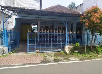 Rumah Kost Aktif,  Pinggir Jalan,  Posisi Rumah Pojok, 50 Meter Dari Universitas Negeri Malang. Dijual Cepat. #1