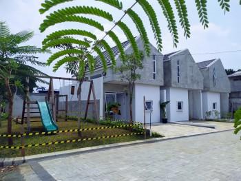 Rumah Modern Minimalis Ada Mezzanin Dengan Fasilitas Play Ground & Lapangan Basket Di Sukatani #1